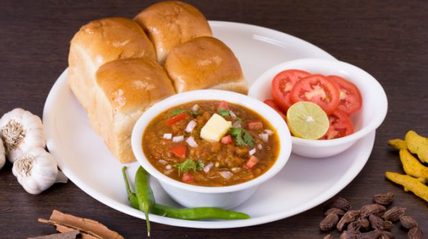 9 Best Places For Street Food in Mumbai